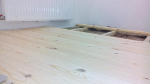 Wooden floor in the apartment? Are you serious (budget solution that looks expensive)