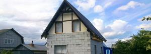 Cottage of aerated concrete: history of construction